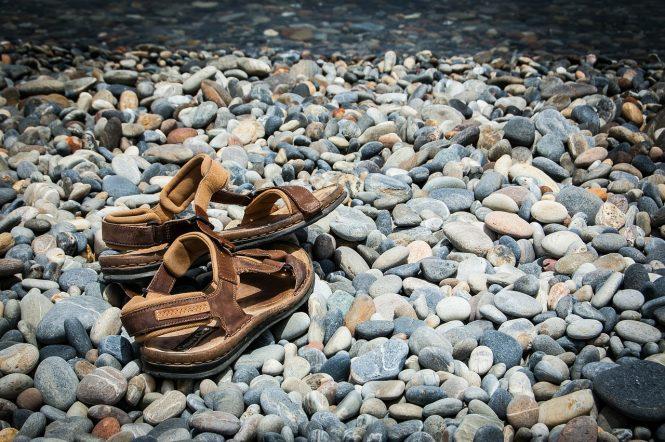 tolti i sassi dalla scarpe