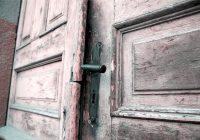 porta della casa chiusa
